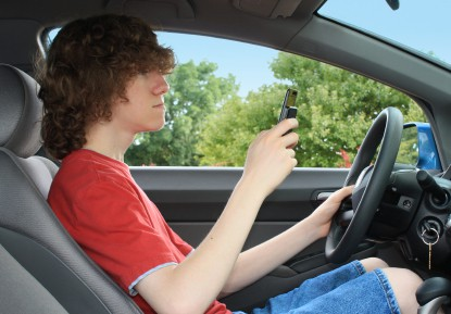 teen-texting-driving